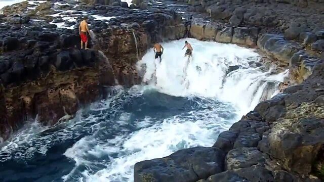 The Pool of Death – Deadliest Tourist Attraction In Hawaii